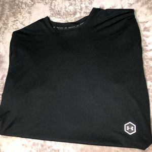 Black Athletic Under Armour Short Sleeve Shirt